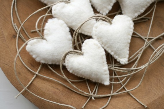 1 White Felt Heart by reyaveltman