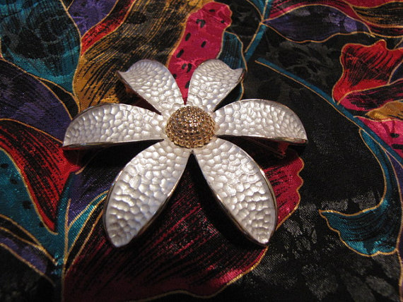 Stunning Vintage Flower Brooch Pin Hammered Look by MeekaMayesMarket