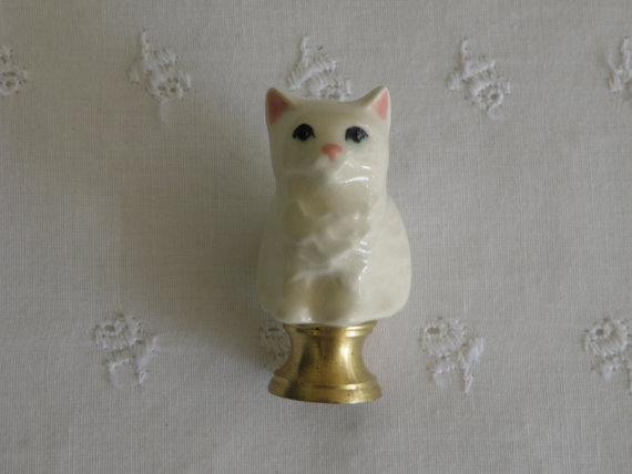 Kitty Cat Lamp Finial – Pottery – USA Made – Ivory White by vdavidsonpottery