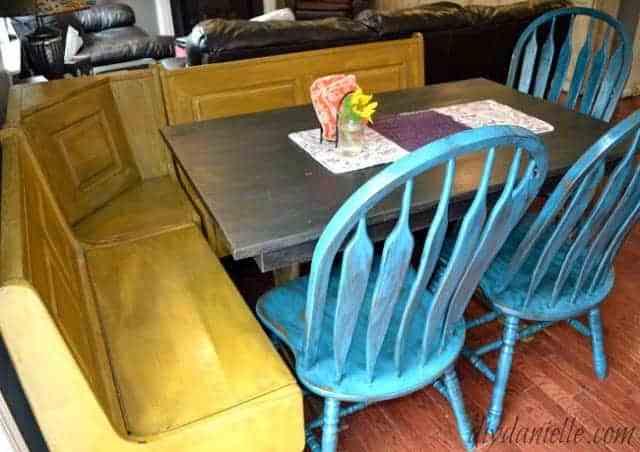 Colorful Farmhouse Style Kitchen Table Flip!