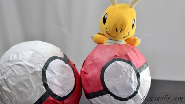 how to make pokeballs that open with paper