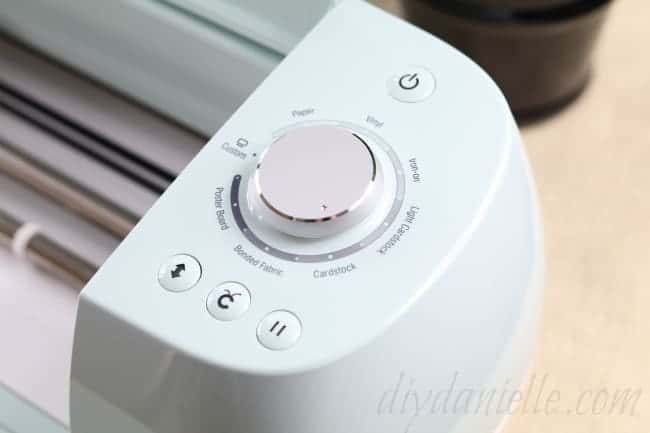 Cricut Air 2 easy to understand dial and buttons.