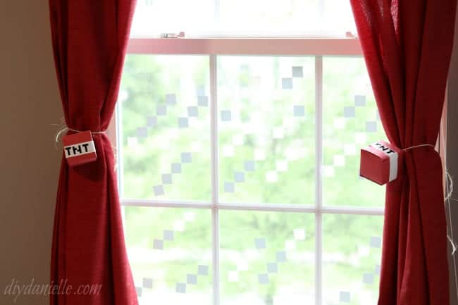 How to Make Easy Minecraft Curtain Tie Backs