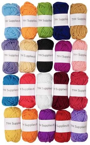 Make pom-pom balls with a yarn bundle