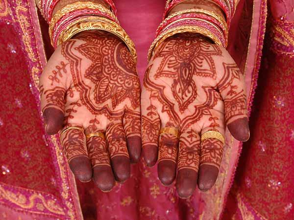 Henna, kohl, and sacred makeup (1/2)