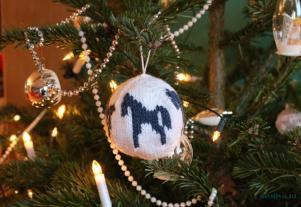 Arne Carlos kerstbal paard breien diydiva