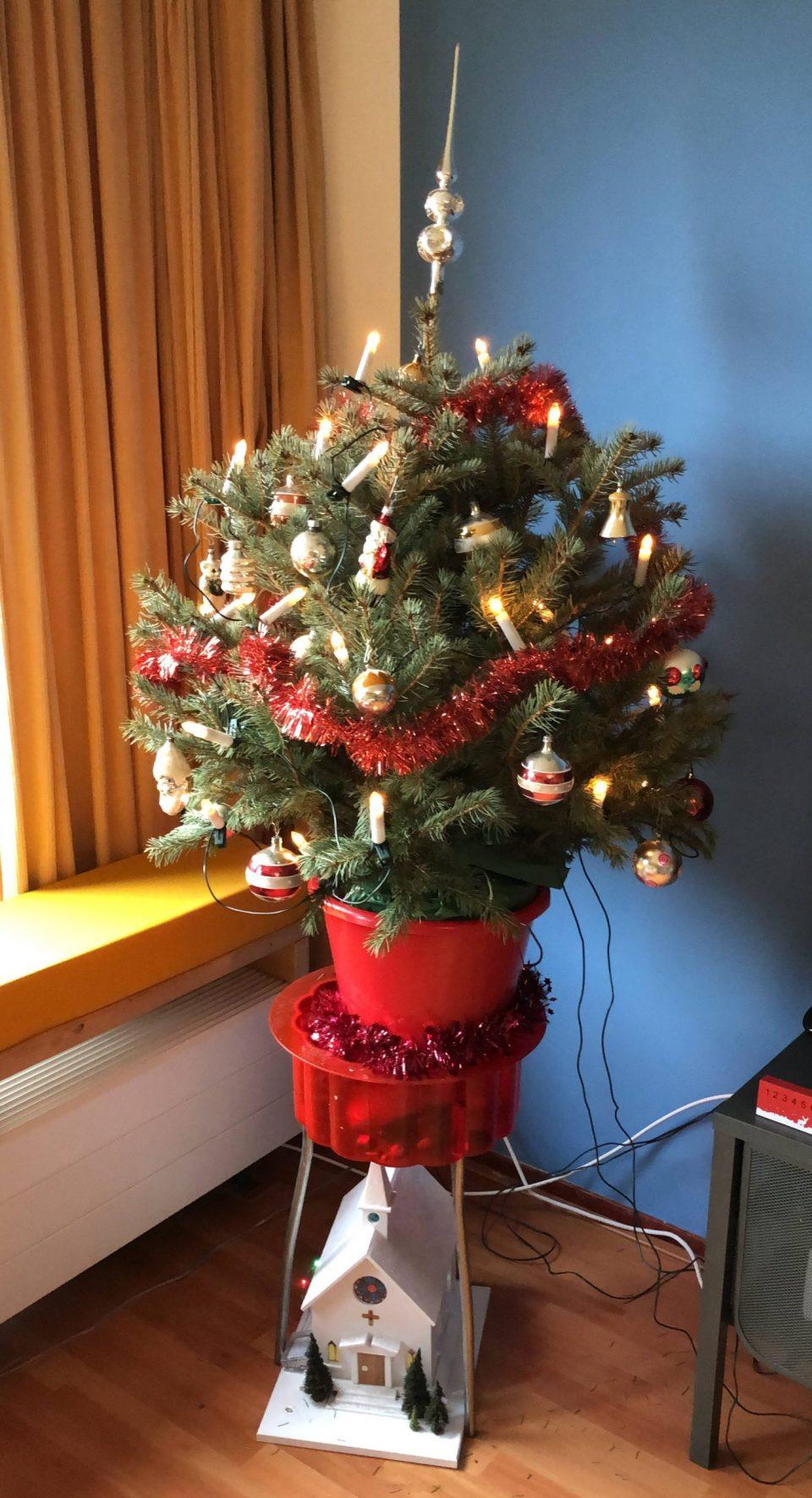 kerstboom met kerkje
