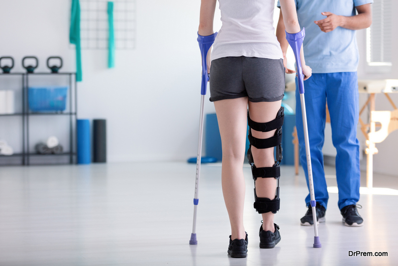 Exercises-which-will-keep-you-fit-when-on-crutches