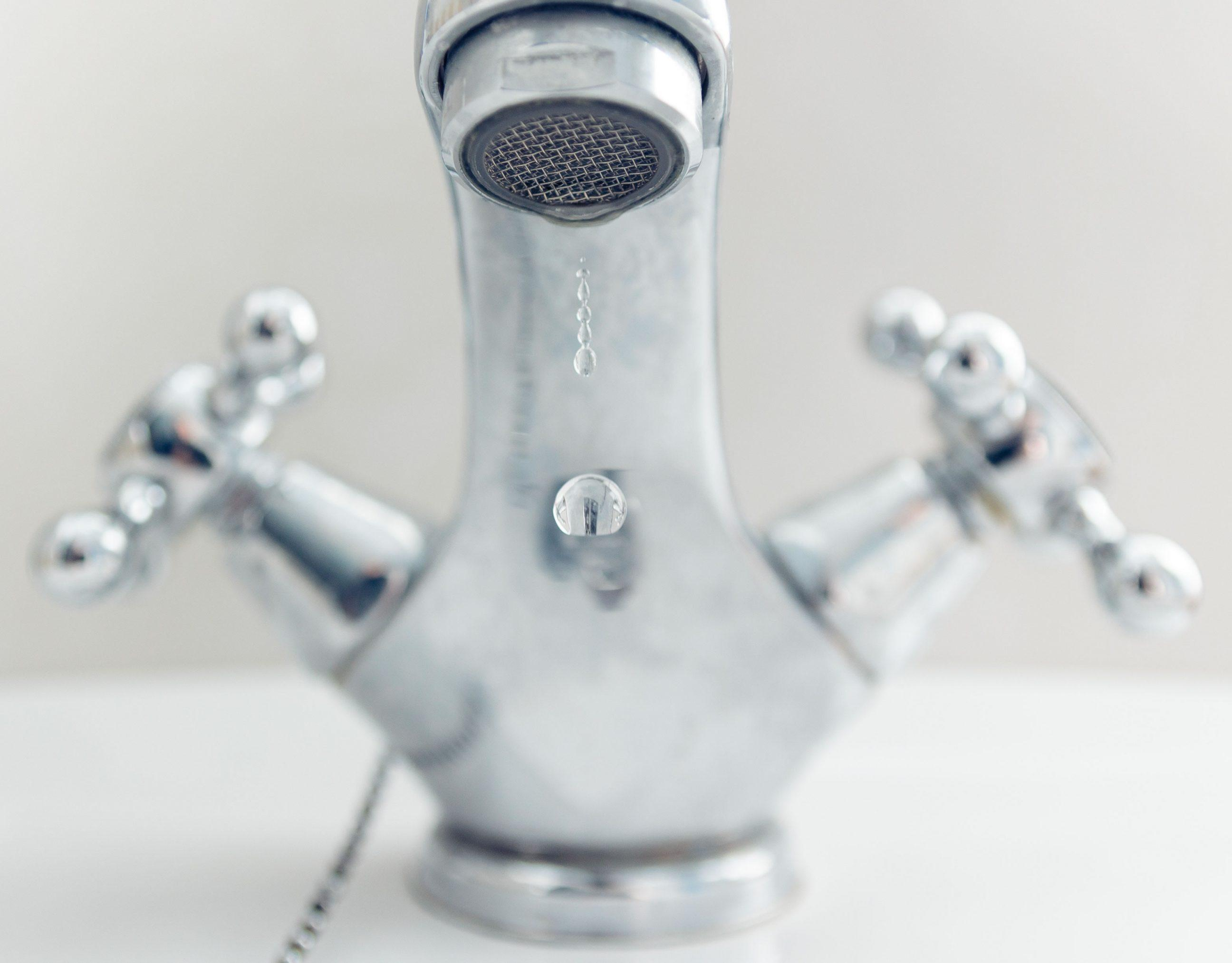 how to replace an old bath tub faucet