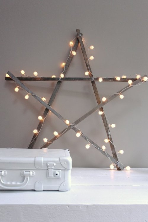 Simple DIY holiday decor ideas using white lights: wooden star + lights