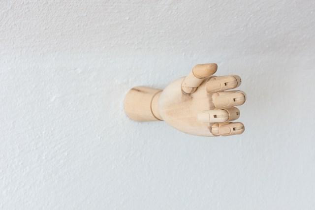 Make a playful DIY hand sconce light fixture to hold your light. #decor #DIY #homedecor #home #lighting