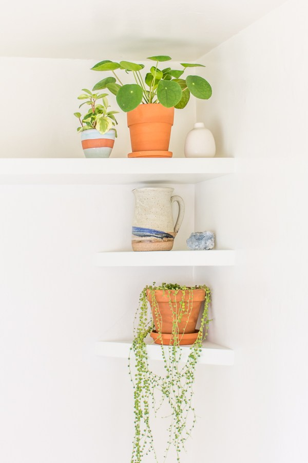 My Breakfast Nook DIY Floating Shelves