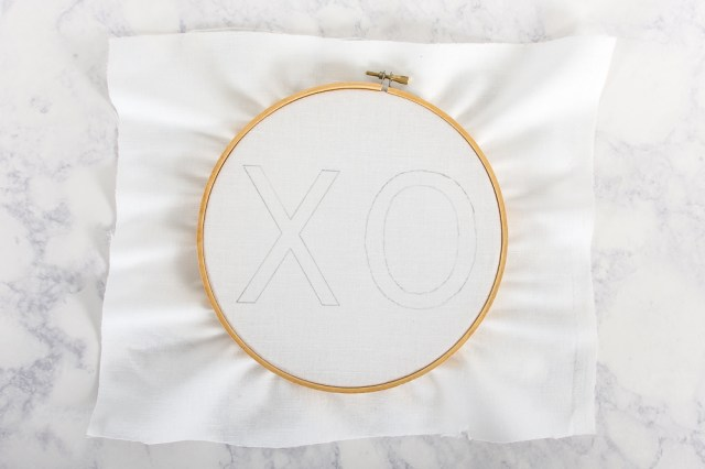 Make this XO embroidery as a DIY Valentine's Day gift