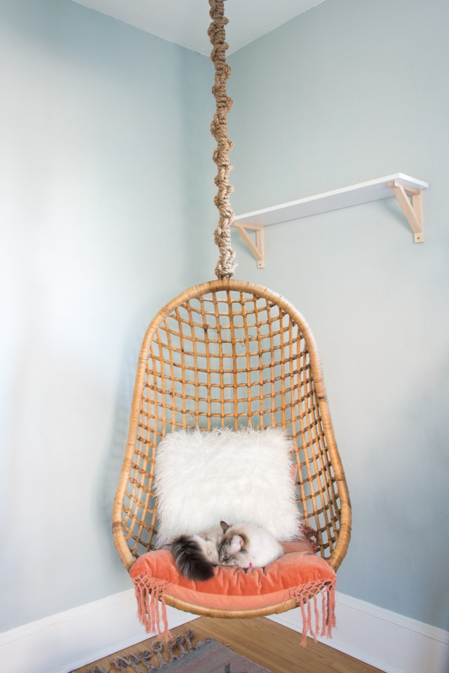 Rattan hanging chair with macrame rope