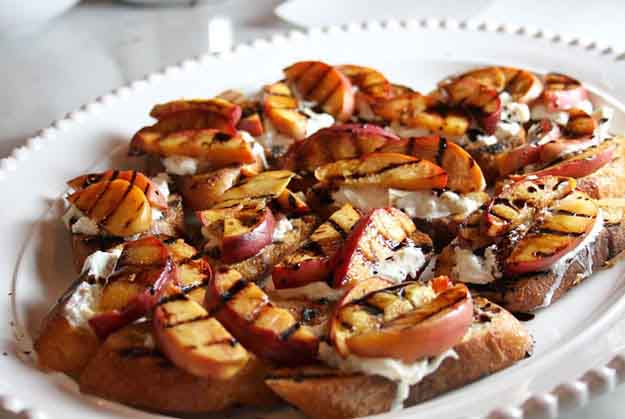 Easy Grilling Recipes | Side Dish Ideas | Grilled Peach & Burrata Crostini | DIY Projects & Crafts by DIY JOY at http://diyjoy.com/grilling-recipes-diy-bbq-ideas