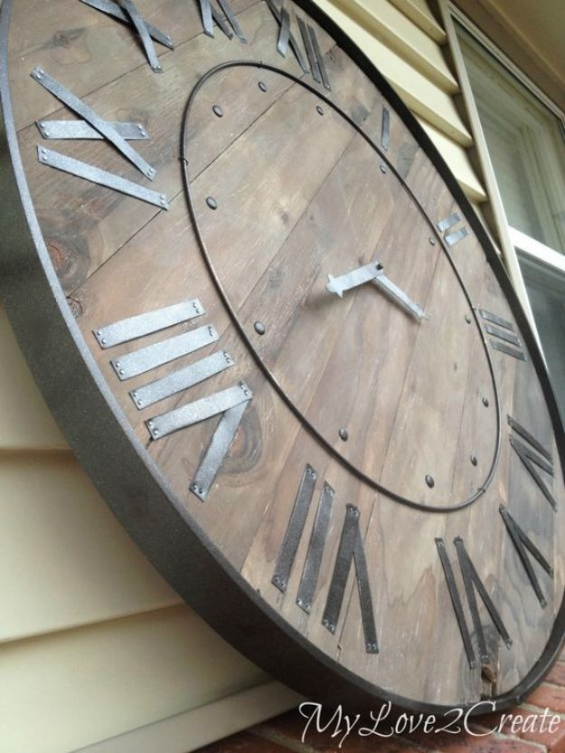 DIY Wall Art Ideas and Do It Yourself Wall Decor for Living Room, Bedroom, Bathroom, Teen Rooms | Large Rustic Clock Wall Art | Cheap Ideas for Those On A Budget. Paint Awesome Hanging Pictures With These Easy Step By Step Tutorials and Projects | http://diyjoy.com/diy-wall-art-decor-ideas