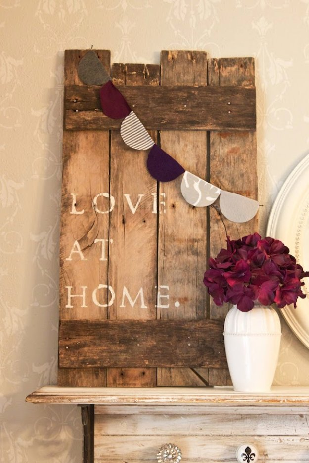 DIY Pallet sign Ideas - DIY Pallet Sign With Paper Bunting - Cool Homemade Wall Art Ideas and Pallet Signs for Bedroom, Living Room, Patio and Porch. Creative Rustic Decor Ideas on A Budget http://diyjoy.com/diy-pallet-signs-ideas