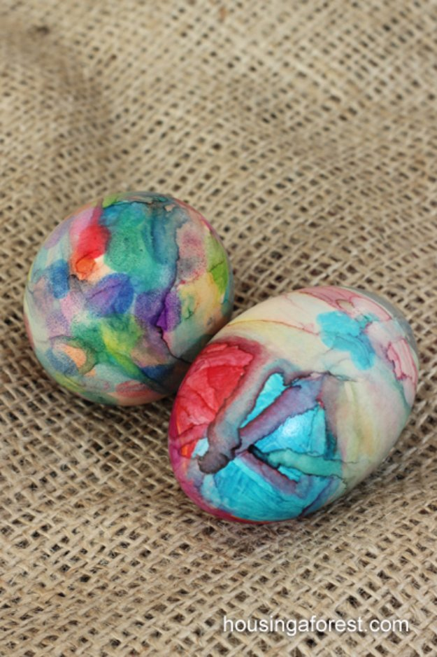 Easter Egg Decorating Ideas - Sharpie Tie Dye Easter Eggs - Creative Egg Dye Tutorials and Tips - DIY Easter Egg Projects for Kids and Adults http://diyjoy.com/easter-egg-decorating-ideas