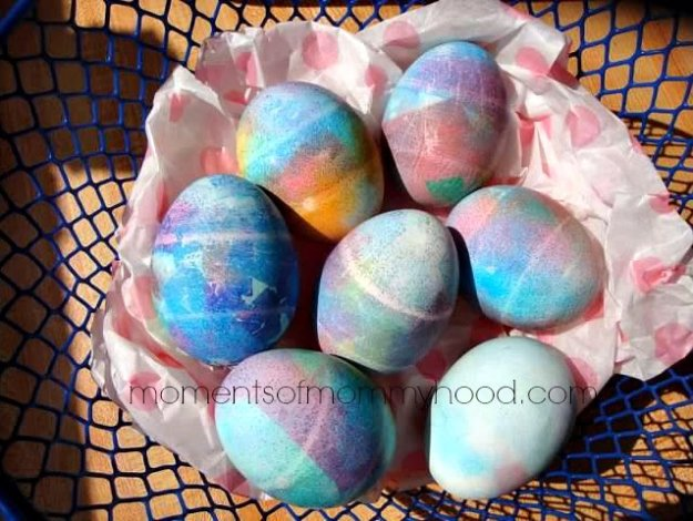Easter Egg Decorating Ideas - Tissue Paper Dyed Easter Eggs - Creative Egg Dye Tutorials and Tips - DIY Easter Egg Projects for Kids and Adults http://diyjoy.com/easter-egg-decorating-ideas
