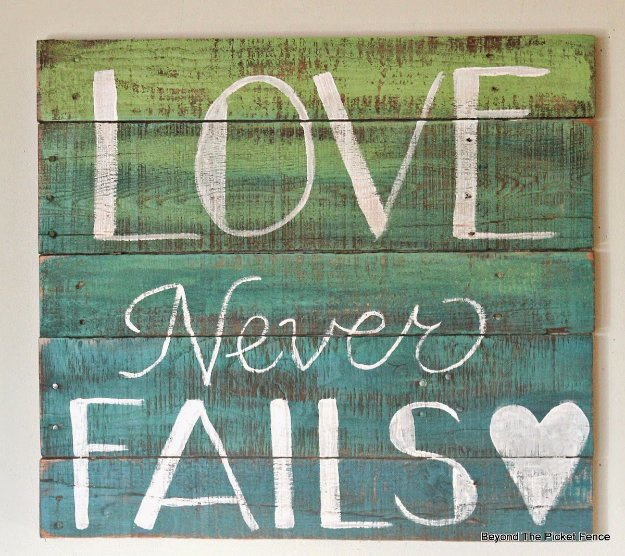 DIY Pallet sign Ideas - Two-Color Ombre Wood Pallet Sign - Cool Homemade Wall Art Ideas and Pallet Signs for Bedroom, Living Room, Patio and Porch. Creative Rustic Decor Ideas on A Budget http://diyjoy.com/diy-pallet-signs-ideas