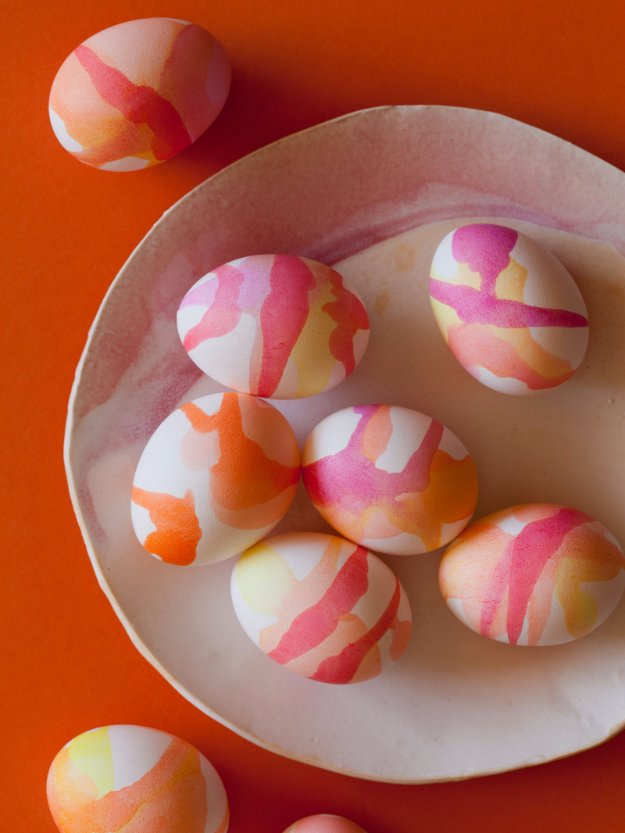 Easter Egg Decorating Ideas - Watercolor Easter Eggs - Creative Egg Dye Tutorials and Tips - DIY Easter Egg Projects for Kids and Adults http://diyjoy.com/easter-egg-decorating-ideas