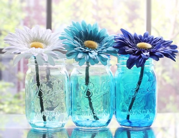 Mason Jar Ideas for Summer - Ombre Mason Jars - Mason Jar Crafts, Decor and Gifts, Centerpieces and DIY Projects With Jars That Are Perfect For Summertime - Fun and Easy Lights, Cool Vases, Creative 4th of July Ideas