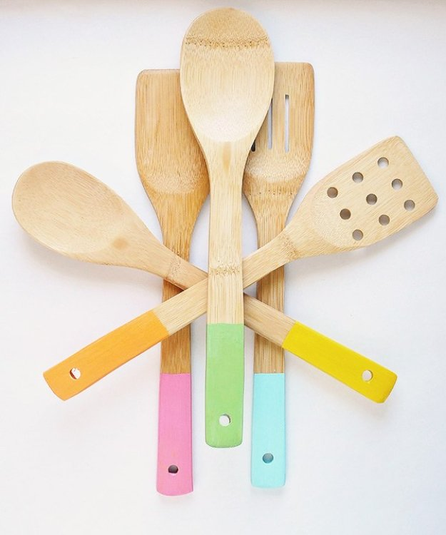 DIY Kitchen Decor Ideas - Color Dipped Wood Kitchen Utensils - Creative Furniture Projects, Accessories, Countertop Ideas, Wall Art, Storage, Utensils, Towels and Rustic Furnishings http://diyjoy.com/diy-kitchen-decor-ideas