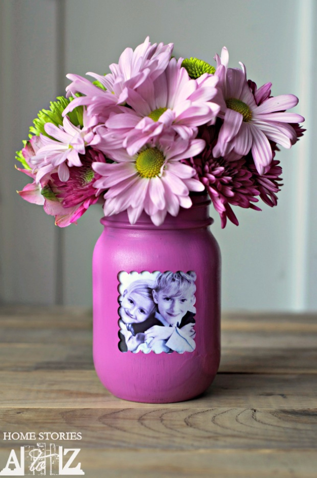 DIY Mason Jar Vases - Mason Jar Picture Frame Vase - Best Vase Projects and Ideas for Mason Jars - Painted, Wedding, Hanging Flowers, Centerpiece, Rustic Burlap, Ribbon and Twine http://diyjoy.com/diy-mason-jar-vases