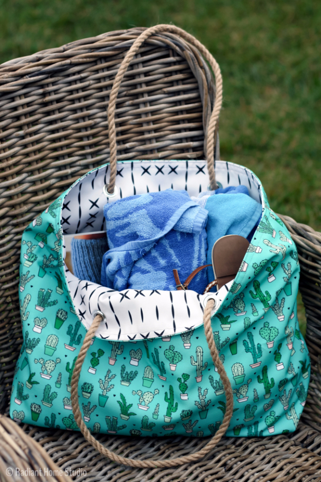 DIY Projects to Make and Sell on Etsy - Beach Tote Tutorial - Learn How To Make Money on Etsy With these Awesome, Cool and Easy Crafts and Craft Project Ideas - Cheap and Creative Crafts to Make and Sell for Etsy Shops http://diyjoy.com/crafts-to-make-and-sell-etsy