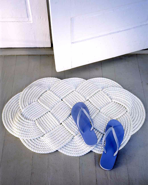 DIY Welcome Mats - Braided Doormat - Greet Guests in Style with These Easy and Cheap Home Decor Ideas for Your Entry. Doormat Tutorials for Creative Ways to Cover Your Floors and Front Door http://diyjoy.com/diy-welcome-mats