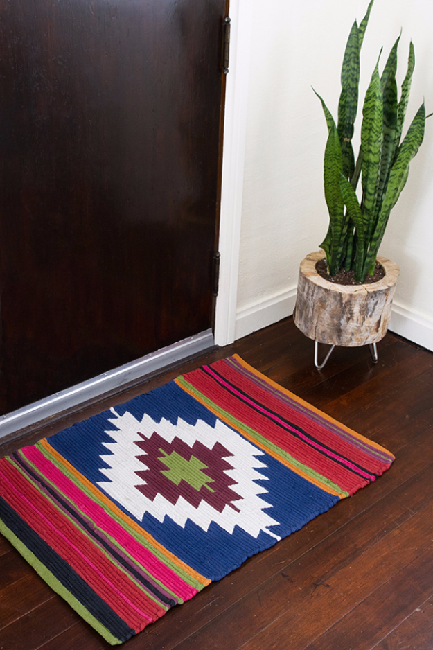 Easy DIY Rugs and Handmade Rug Making Project Ideas - DIY Painted Rug Kilim Style - Simple Home Decor for Your Floors, Fabric, Area, Painting Ideas, Rag Rugs, No Sew, Dropcloth and Braided Rug Tutorials http://diyjoy.com/diy-rugs-ideas