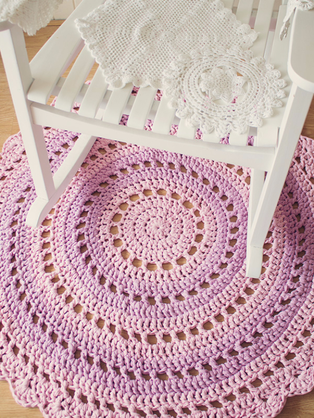 Easy DIY Rugs and Handmade Rug Making Project Ideas - Gorgeous Mandala Floor Rug - Simple Home Decor for Your Floors, Fabric, Area, Painting Ideas, Rag Rugs, No Sew, Dropcloth and Braided Rug Tutorials http://diyjoy.com/diy-rugs-ideas