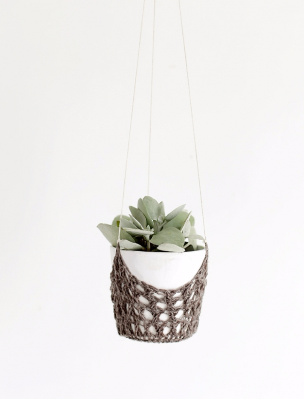 35 Easy Crochet Patterns - DIY Crochet Hanging Planter - Crochet Patterns For Beginners, Quick And Easy Crochet Patterns, Crochet Ideas To Try, Crochet Ideas To Make And Sell, Easy Crochet Ideas http://diyjoy.com/easy-crochet-patterns