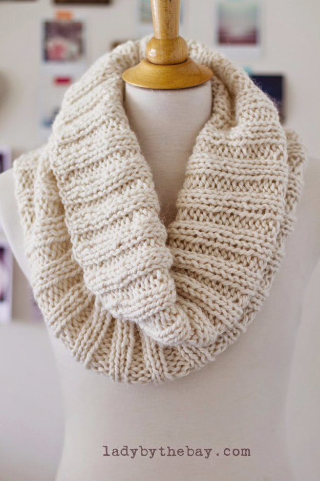 32 Easy Knitted Gifts - Cozy Ribbed Scarf - Last Minute Knitted Gifts, Best Knitted Gifts For Anyone, Easy Knitted Gifts To Make, Knitted Gifts For Friends, Easy Knitting Patterns For Beginners, Quick And Easy Knitted Gifts http://diyjoy.com/easy-knitted-gifts