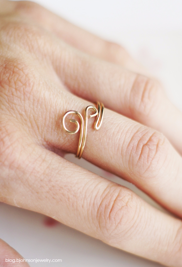 DIY Gifts for Mom - DIY Swirl Ring - Best Craft Projects and Gift Ideas You Can Make for Your Mother - Last Minute Presents for Birthday and Christmas - Creative Photo Projects, Bath Ideas, Gift Baskets and Thoughtful Things to Give Mothers and Moms http://diyjoy.com/diy-gifts-for-mom