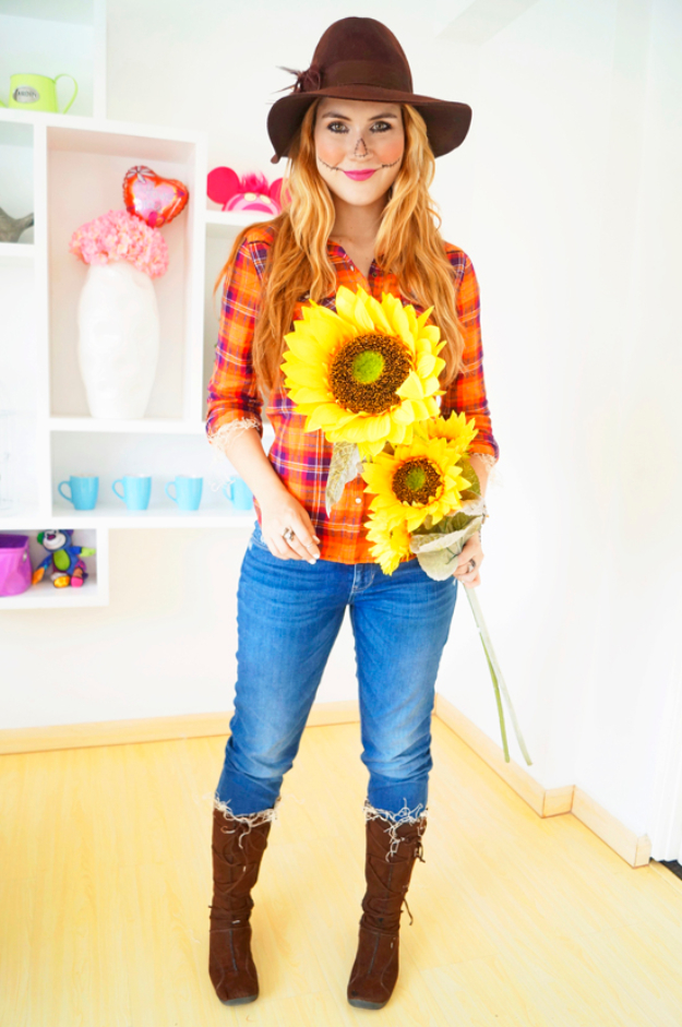 Best DIY Halloween Costume Ideas - Easy Scarecrow Costume - Do It Yourself Costumes for Women, Men, Teens, Adults and Couples. Fun, Easy, Clever, Cheap and Creative Costumes That Will Win The Contest http://diyjoy.com/best-diy-halloween-costumes