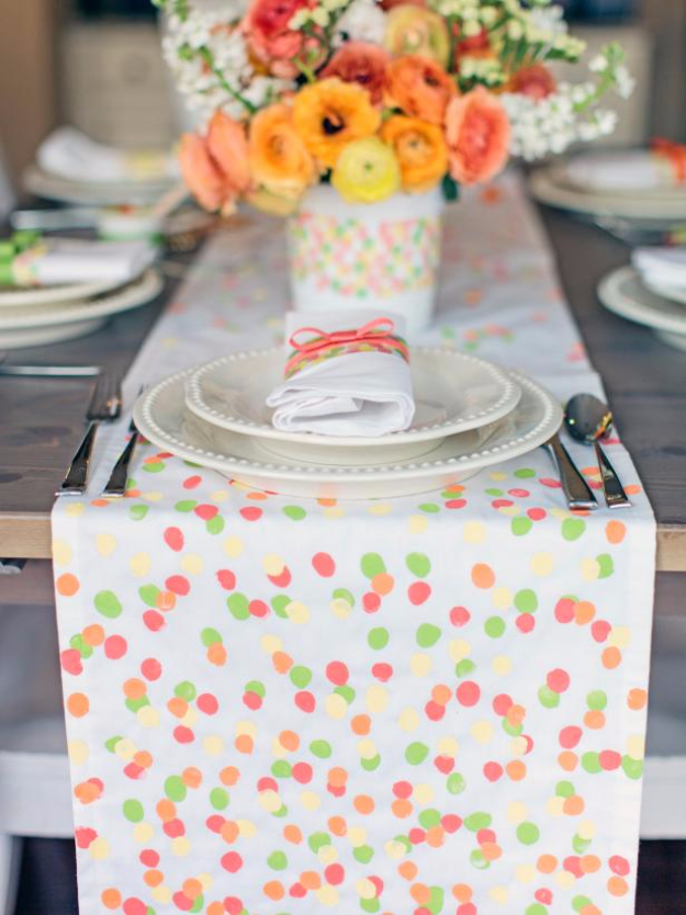 DIY Gifts for Mom - Fingerprint Table Runner - Best Craft Projects and Gift Ideas You Can Make for Your Mother - Last Minute Presents for Birthday and Christmas - Creative Photo Projects, Bath Ideas, Gift Baskets and Thoughtful Things to Give Mothers and Moms http://diyjoy.com/diy-gifts-for-mom