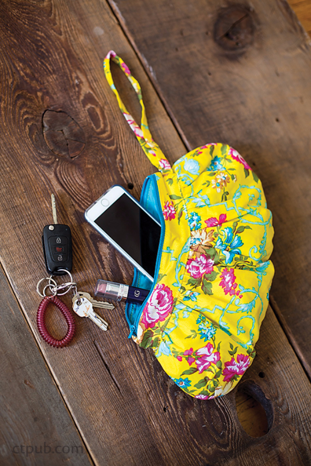 Quick DIY Gifts You Can Sew - Gathered Zipper Pouches Project - Best Sewing Projects for Gift Giving and Simple Handmade Presents - Free Patterns and Easy Step by Step Tutorials for Home Decor, Baby, Women, Kids, Men, Girls http://diyjoy.com/quick-diy-gifts-sew