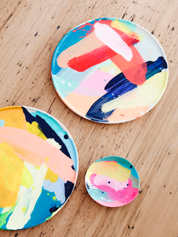 DIY Gifts for Mom - Painted Plates - Best Craft Projects and Gift Ideas You Can Make for Your Mother - Last Minute Presents for Birthday and Christmas - Creative Photo Projects, Bath Ideas, Gift Baskets and Thoughtful Things to Give Mothers and Moms http://diyjoy.com/diy-gifts-for-mom