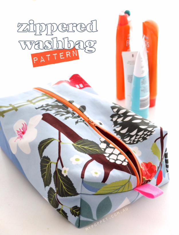 DIY Gifts for Mom - Zippered Make Up Bag - Best Craft Projects and Gift Ideas You Can Make for Your Mother - Last Minute Presents for Birthday and Christmas - Creative Photo Projects, Bath Ideas, Gift Baskets and Thoughtful Things to Give Mothers and Moms http://diyjoy.com/diy-gifts-for-mom