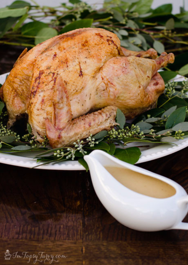 Easy Thanksgiving Recipes - Brown Bag Turkey - Best Simple and Quick Recipe Ideas for Thanksgiving Dinner. Cranberries, Turkey, Gravy, Sauces, Sides, Vegetables, Dips and Desserts - DIY Cooking Tutorials With Step by Step Instructions - Ideas for A Crowd, Parties and Last Minute Recipes http://diyjoy.com/easy-thanksgiving-recipes