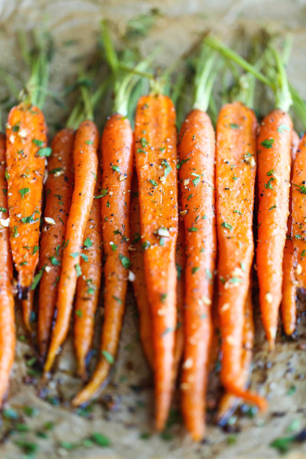 Easy Thanksgiving Recipes - Garlic Roasted Carrots - Best Simple and Quick Recipe Ideas for Thanksgiving Dinner. Cranberries, Turkey, Gravy, Sauces, Sides, Vegetables, Dips and Desserts - DIY Cooking Tutorials With Step by Step Instructions - Ideas for A Crowd, Parties and Last Minute Recipes http://diyjoy.com/easy-thanksgiving-recipes