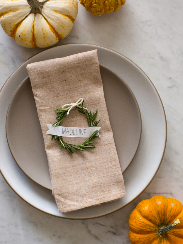 Best Thanksgiving Centerpieces and Table Decor - Rosemary Wreath Place Cards - Creative Crafts for Your Thanksgiving Dinner Table. Mason Jars, Flowers, Leaves, Candles and Pumkin Decorations for Your FallHome Decor http://diyjoy.com/best-thanksgiving-centerpieces