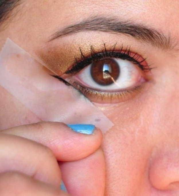 DIY Beauty Hacks - Scotch Tape Eye Stencil - Cool Tips for Makeup, Hair and Nails - Step by Step Tutorials for Fixing Broken Makeup, Eye Shadow, Mascara, Foundation - Quick Beauty Ideas for Best Looks in A Hurry http://diyjoy.com/diy-beauty-hacks