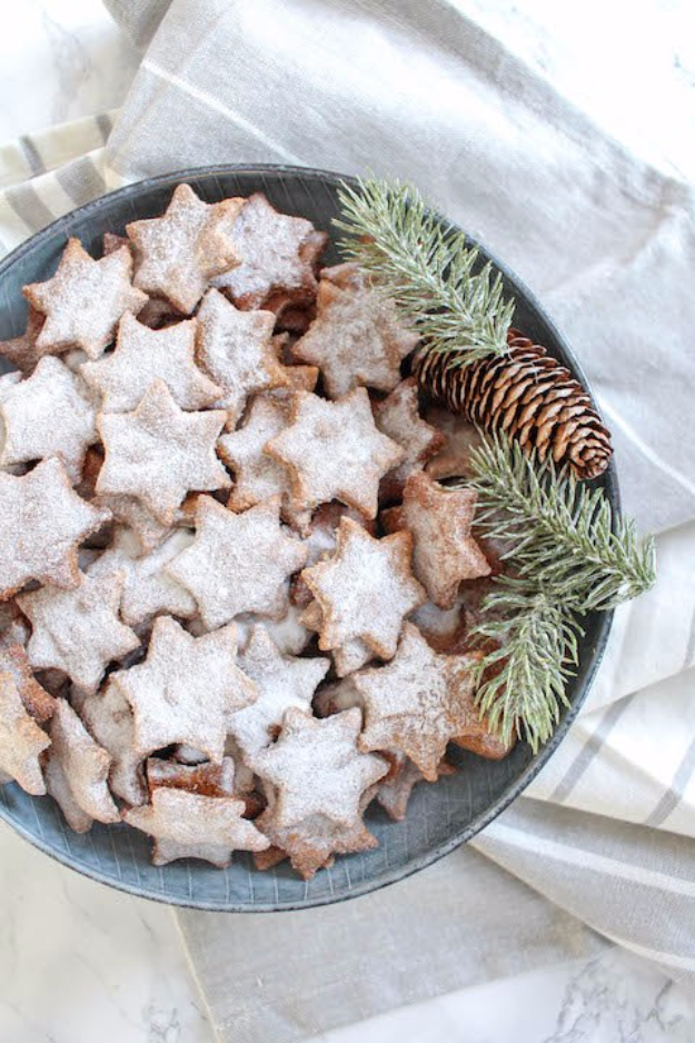 Best Recipes for Christmas Cookies- Healthy Almond And Cinnamon Christmas Stars - Easy Decorated Holiday Cookies - Candy Cookie Recipes Ideas for Kids - Traditional Favorites and Gluten Free and Healthy Versions - Quick No Bake Cookies and Last Minute Desserts for the Holidays http://diyjoy.com/best-christmas-cookie-recipes