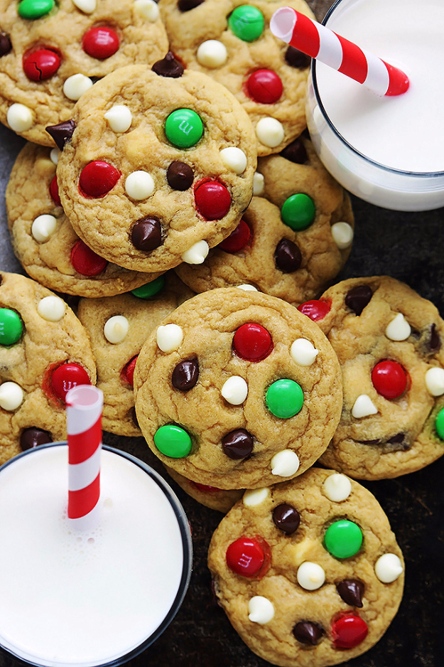 Best Recipes for Christmas Cookies- Santa's Cookies - Easy Decorated Holiday Cookies - Candy Cookie Recipes Ideas for Kids - Traditional Favorites and Gluten Free and Healthy Versions - Quick No Bake Cookies and Last Minute Desserts for the Holidays http://diyjoy.com/best-christmas-cookie-recipes