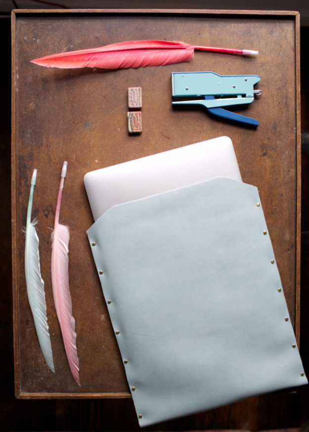 Creative Leather Crafts - Leather Laptop Case DIY - Best DIY Projects Made With Leather - Easy Handmade Do It Yourself Gifts and Fashion - Cool Crafts and DYI Leather Projects With Step by Step Tutorials http://diyjoy.com/diy-leather-crafts