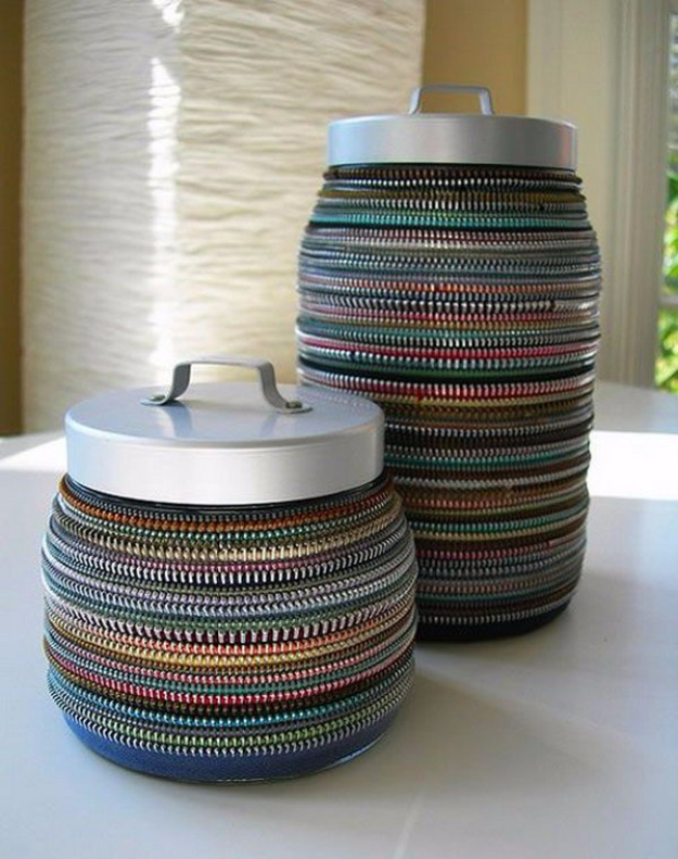 Creative DIY Projects With Zippers - Vintage Zipper Decor - Easy Crafts and Fashion Ideas With A Zipper - Jewelry, Home Decor, School Supplies and DIY Gift Ideas - Quick DIYs for Fun Weekend Projects http://diyjoy.com/diy-projects-zippers