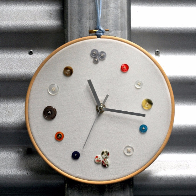 DIY Projects and Crafts Made With Buttons - DIY Button Clock - Easy and Quick Projects You Can Make With Buttons - Cool and Creative Crafts, Sewing Ideas and Homemade Gifts for Women, Teens, Kids and Friends - Home Decor, Fashion and Cheap, Inexpensive Fun Things to Make on A Budget http://diyjoy.com/diy-projects-buttons