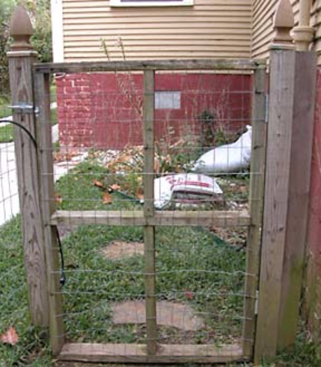 DIY Fences and Gates - Basic Mesh Fence - How To Make Easy Fence and Gate Project for Backyard and Home - Step by Step Tutorial and Ideas for Painting, Updating and Making Fences and DIY Gate - Cool Outdoors and Yard Projects http://diyjoy.com/diy-fences-gates
